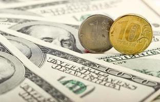 ryska rubeln mot bakgrund av dollar foto