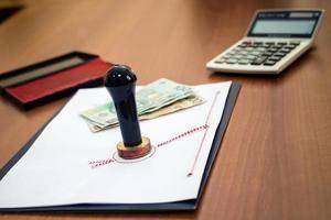 polera pengar för en notarial handling foto
