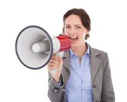 affärskvinna som skriker genom megafon foto
