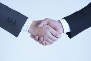 händerna på handskakningen till affärsmannen foto