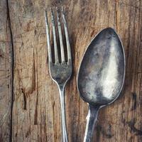 gammal sked och gaffel foto