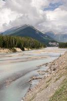 berg och moln i Kanada foto