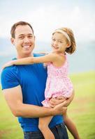 lycklig far och ung dotter foto