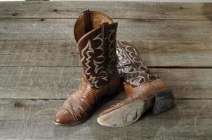 gamla cowboystövlar foto