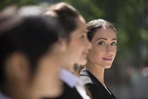 porträtt av tre affärskvinnor. foto
