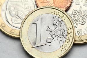 hög med euromynt närbild foto