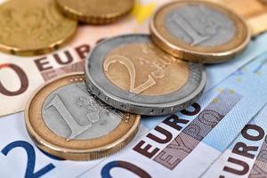 travar av euromynt foto