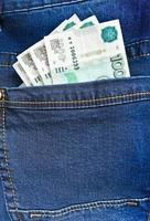rubel i blå jeansficka foto