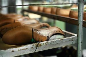 handgjorda skor process foto