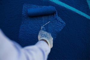 processen att skapa graffiti foto