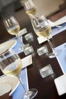 copas de vino blanco foto