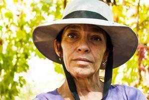 mogen kvinna med hatt foto