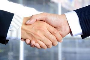 handskakning av affärsmän foto