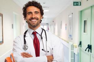 leende läkare porträtt foto