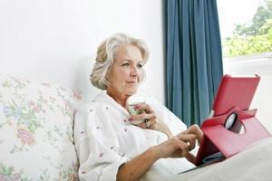 porträtt av äldre kvinna foto