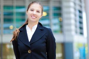 porträtt av en ung le affärskvinna foto