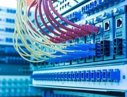 teknikcenter med fiberoptisk utrustning foto