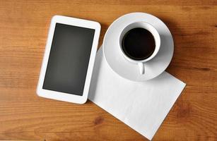 kaffe med digital tablet foto
