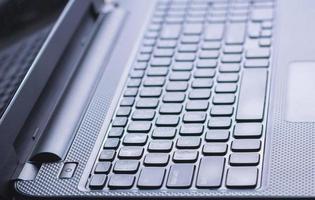 närbild strömbrytare bärbar dator foto