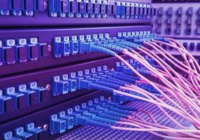fiberoptisk kabel i teknikcentrum foto