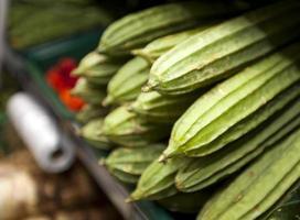 närbild av kalebassväxt i livsmedelsbutik foto