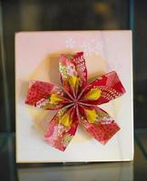 röd origami blomma foto