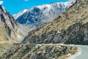 väg, berg av leh, ladakh, jammu och kashmir, Indien foto