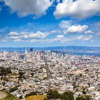 san francisco horisont från tvillingtoppar i Kalifornien foto