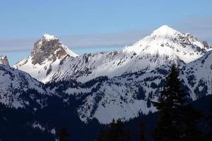 dubbla bergstoppar foto
