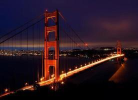 gyllene gate bridge i san francisco på natten foto