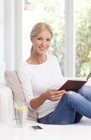 läsning kvinna porträtt foto
