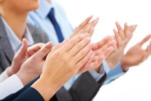 affärsfolk applåderar vid ett framgångsrikt möte foto