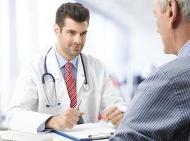 manlig läkare foto
