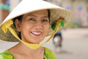glad asiatisk kvinna foto