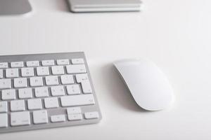 trådlöst tangentbord och mus foto
