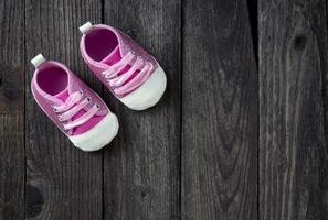 söta små rosa skor. foto