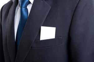 tomt visitkort i fickan på affärsmannen kostym foto