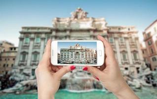 vidvinkelvy av den berömda Trevifontänen, Rom, Italien foto