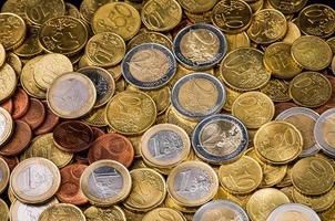 två euromynt närbild finans koncept foto