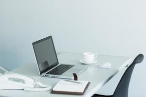 kontorsskrivbord