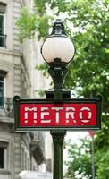 tunnelbana tecken i Paris foto
