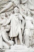 närbild av napoleon vid arc de triomphe i Paris foto