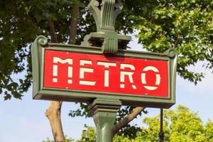 paris metro skylt foto