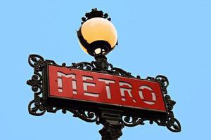 parisisk metro skylt foto