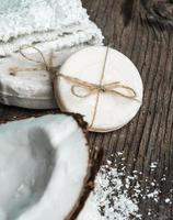 naturlig tvål från kokosnöt foto