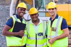leende byggnadsarbetare foto