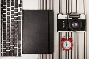 bärbar dator och orginizer foto