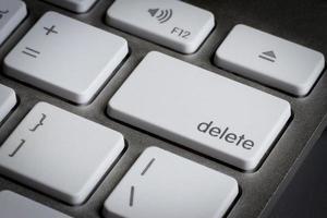 närbild av Delete-tangenten på ett tangentbord. foto