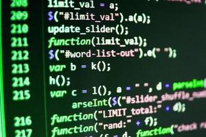 programvara utvecklare programmeringskod på datorn foto
