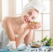 kvinna i spa salong foto